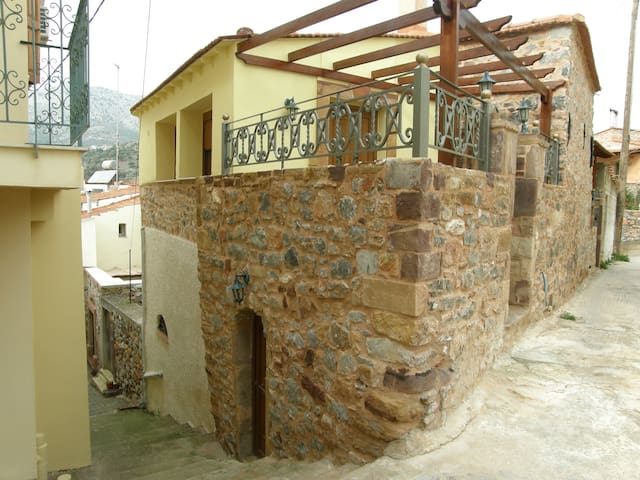House for Rent in Chios Greece  - Kampochora