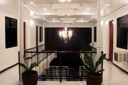 Luna Oslob Travellers Inn 2 Single Bed w/ A/C Rm7 - Oslob - Retkeilymaja
