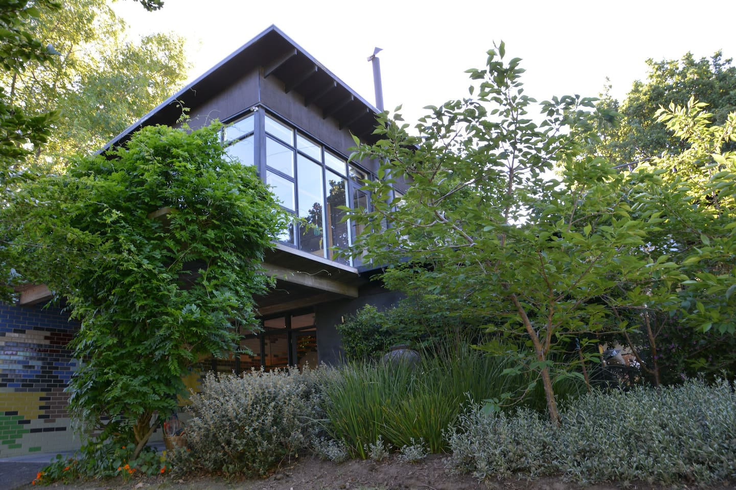 Leafy Garden Surrounds. 500m from the Yarra River.
