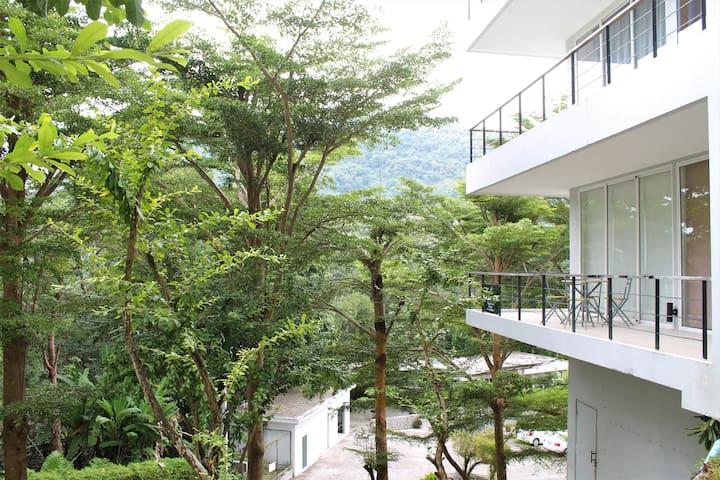 Spacious 1-bedroom apartment in Kamala Hillside