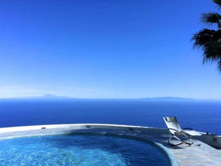 pool with view over La Gomera and Tenerife