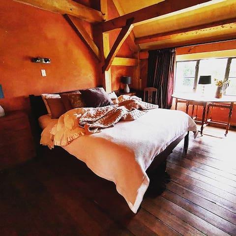 housewithnonails KINGPOST room