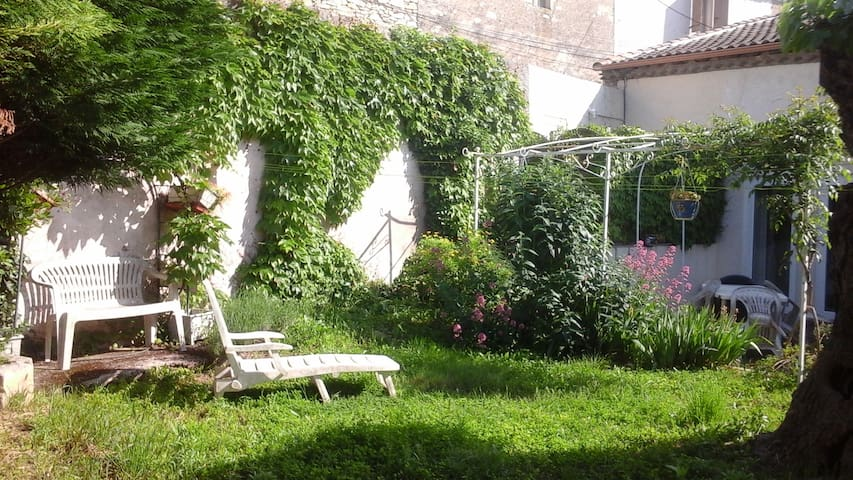 Pause Nature au Sud de la France - Langlade - House