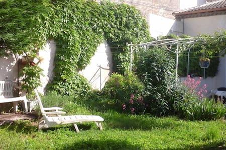 Pause Nature au Sud de la France - Langlade - Dům