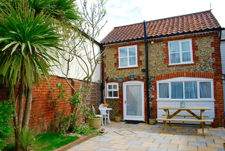 Romantic Flint Cottage on the Suffolk Coast - Saxmundham - Hus