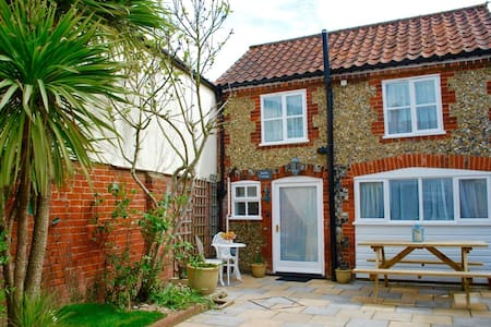 Romantic Flint Cottage on the Suffolk Coast - Saxmundham - Haus