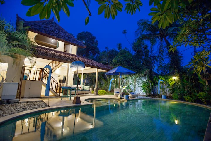 Holiday Beachside Villa in Seminyak!