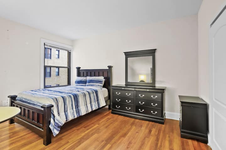 Spacious 1BR/1BA Colombia Heights Apt