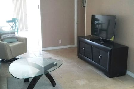 S. FL...Walk to beach, Private one BR condo - Pompano Beach - 公寓