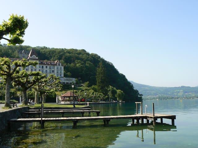 150 m lac, petit chalet individuel - Menthon-Saint-Bernard - Lomamökki