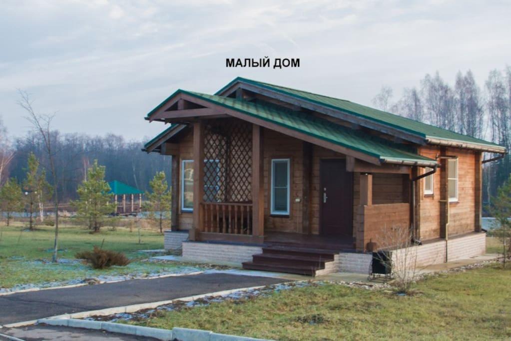 клееный брус на 40 м2, 1 спальная комната (2 человека), 1 туалетная комната и гостиная