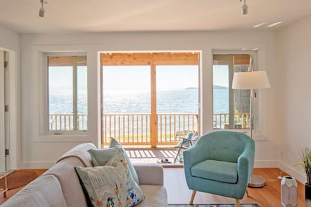 Shoreline Suite; a perfect waterfront getaway