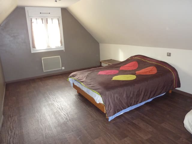 Belle chambre pour une famille de 4 - Saint-Sylvain - House