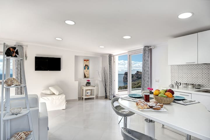 Sunrise Suite - Stylish Mediterranean Studio