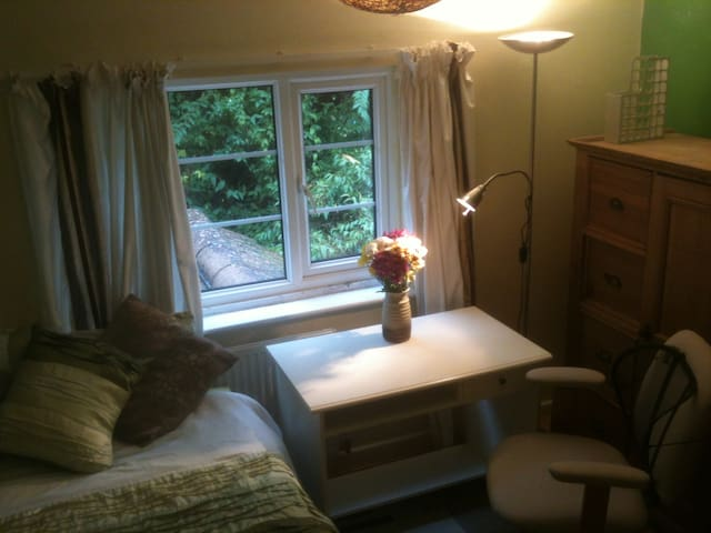 single occupancy in family home - Wolvercote, Oxford - Bed & Breakfast