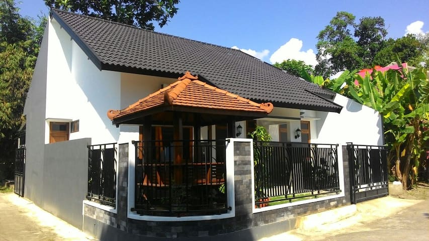 Cupuwatu Wood Hut - Daerah Istimewa Yogyakarta, ID - House