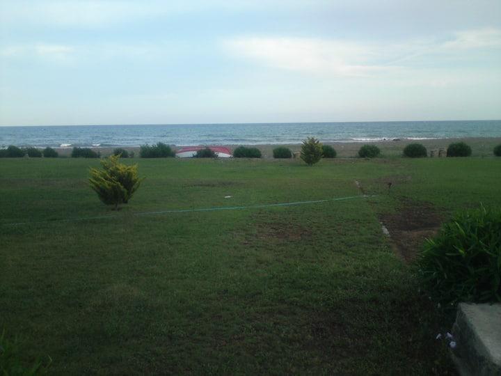Deniz kenarında manzaralı  yazlık.