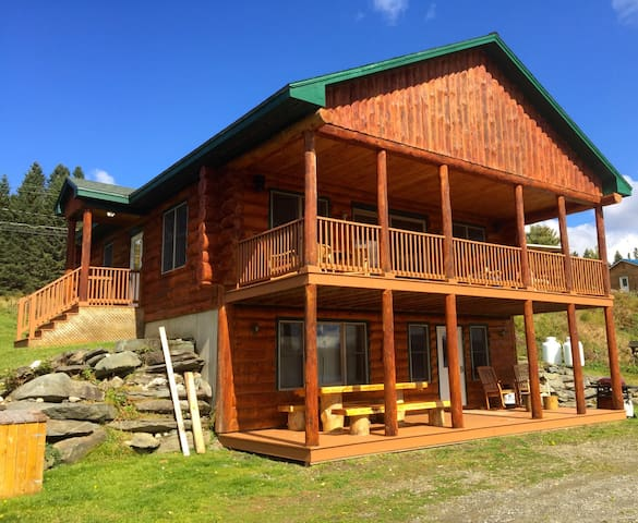 Gorgeous log home on pristine lake  - Pittsburg - Huis