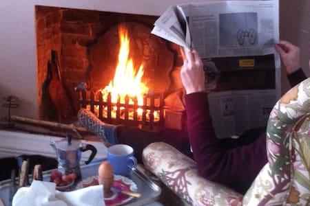 Quiet,cosy loft. Artisan breakfast - Faversham - 家庭式旅館