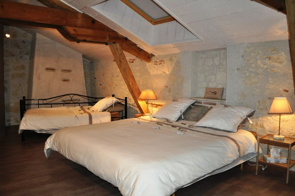 Chambre aquila 2 3 personnes guesthouse te huur in saint for Chambre 3 personnes