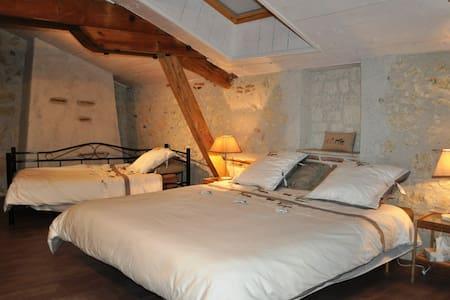 Chambre Aquila 2/3 personnes - Saint-Urcisse