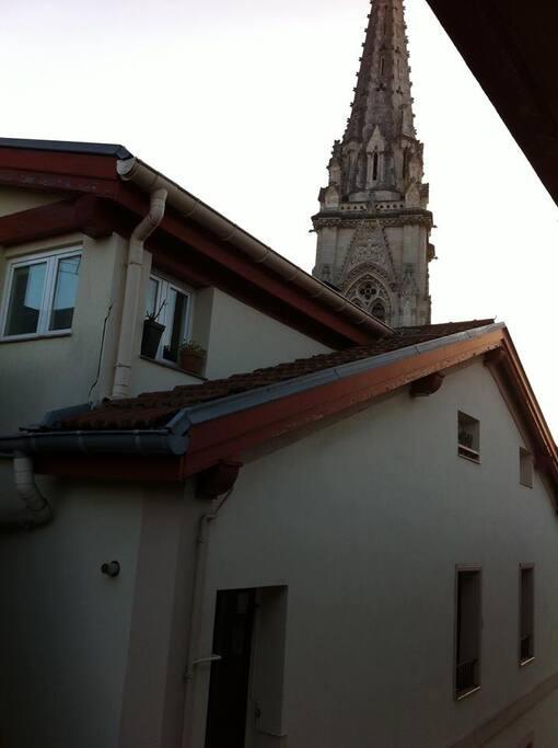 A media calle de la catedral