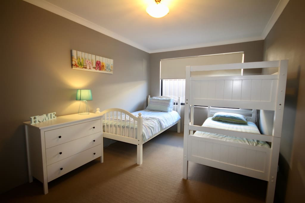 Bedroom 4 (with bunk beds & Single bed)