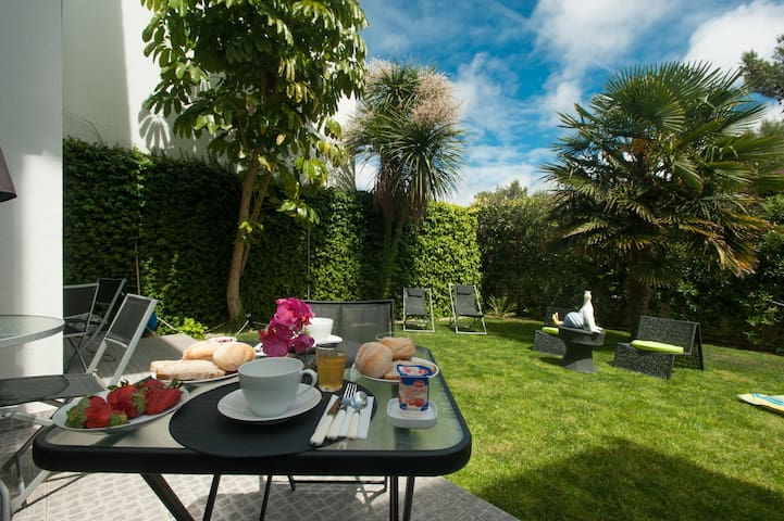 Dolce Cascais Guesthouse Twin room1 - Cascais - Bed & Breakfast