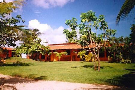 Zentrales Haus mit großem Garten - Taiba