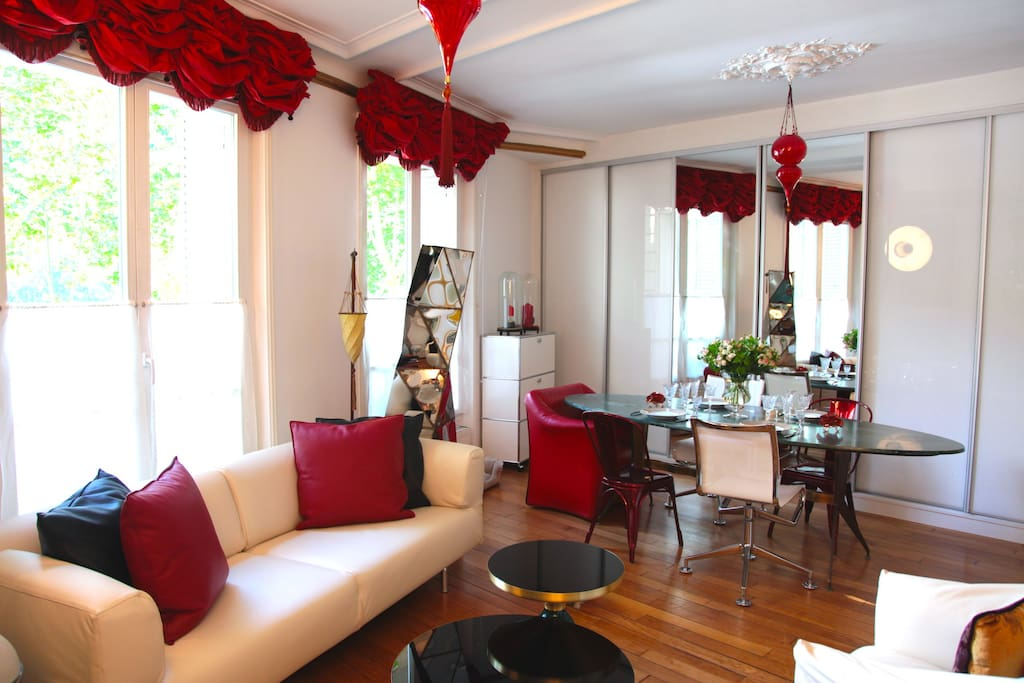 The living room is facing the Saint Sulpice square