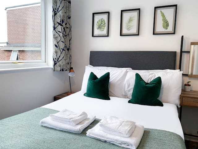 Arbury Manor - Various Rooms Available - All En-Suites - Family Rooms - Twin Rooms - Double rooms - ENQUIRE FIRST TO SEE WHAT ROOMS ARE AVAILABLE ON YOUR DATES AND RATES