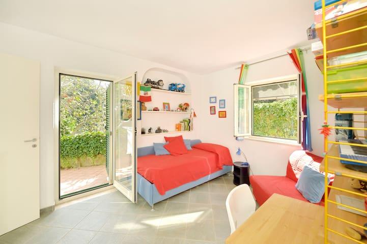 Camera singola con poltrona letto