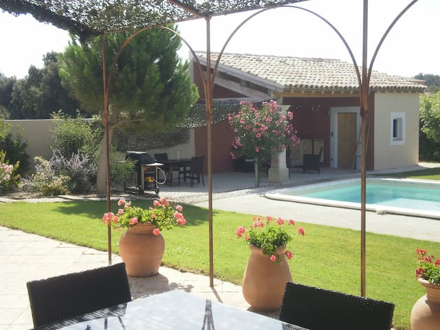 LOVELY HOUSE NEAR AVIGNON PROVENCE - Rochefort-du-Gard - Casa