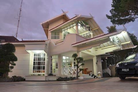 Raffles Villa Kaliurang, Private Car and Driver.