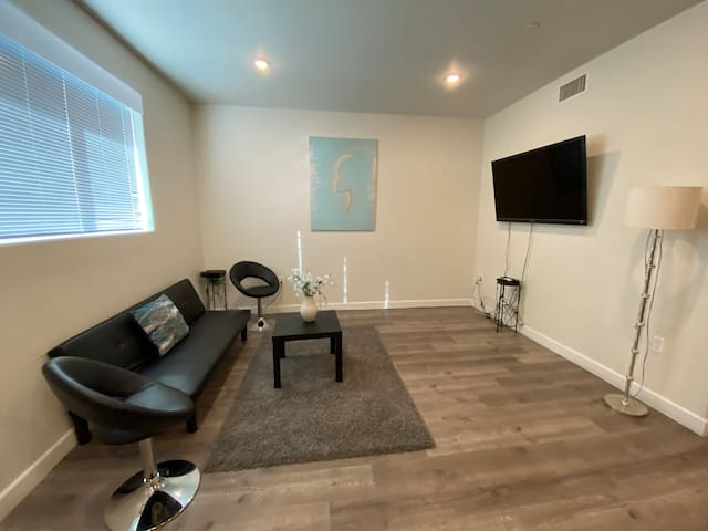 2 Bd/2 Bth Newly Modern Apt. w/ Full Amenities