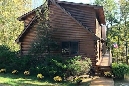 Stillwater's Cabin - WATERFRONT LOG HOME! HOT TUB!