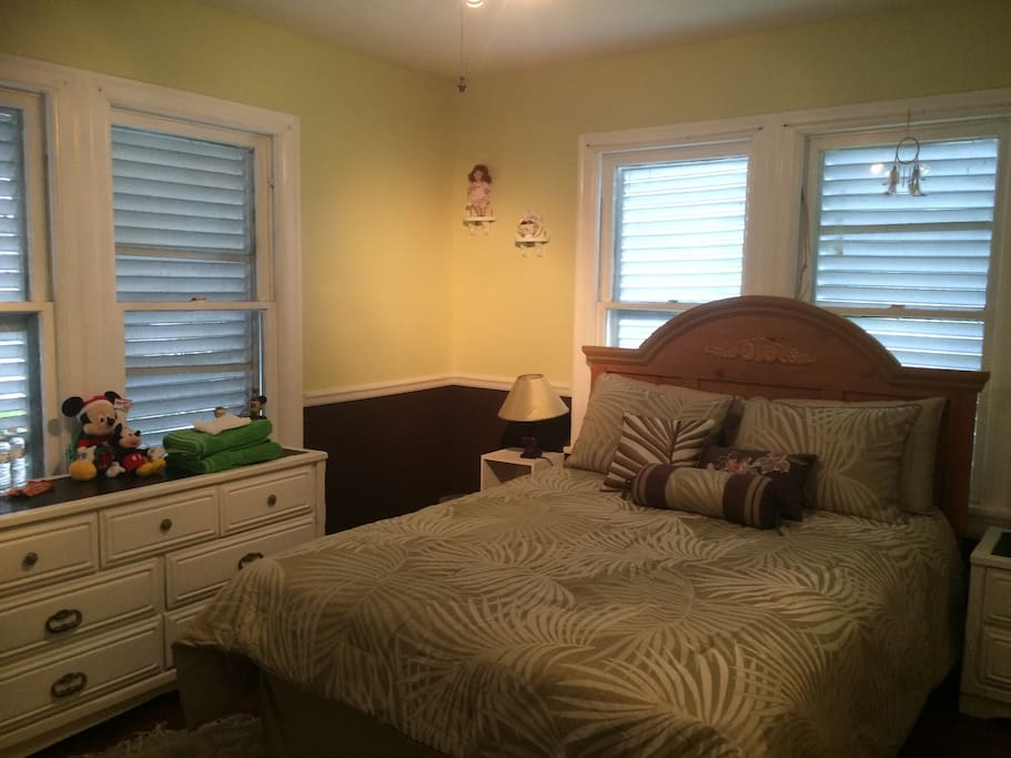 Spacious bedroom with queen size bed.