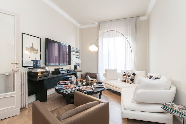 Downtown Master Suite with office - Monza - Leilighet