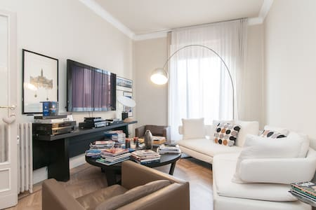Downtown Master Suite with office - Monza - Huoneisto