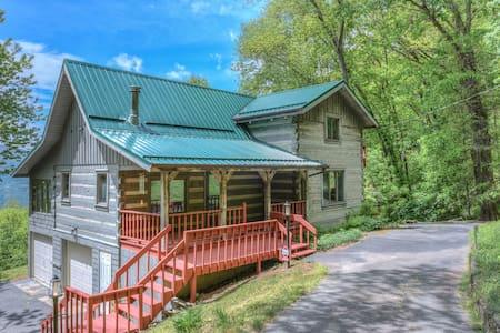 Plott Mountain House-Amazing views @ 4,100 feet!!! - Waynesville - Casa de campo