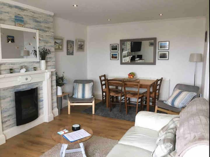 2 bed, seafront flat, wifi, ideal for stay-cation