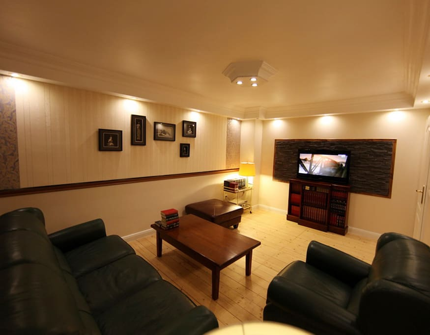 Wohnzimmer, mit HIFi,  Flat TV (SAT), DVD, WiFi