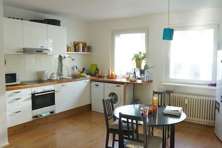 Cozy apartment next to Duisburg Main Station - Duisburg - Apartament