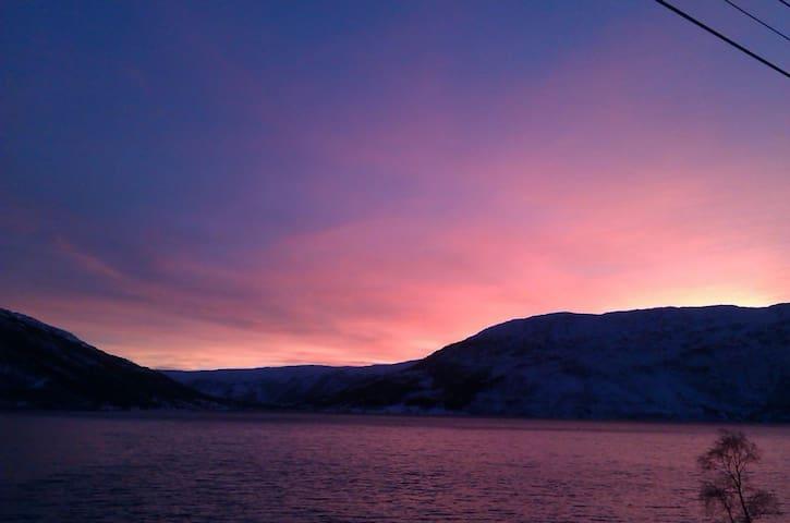Rom i privat bolig i naturskjønne Kattfjord