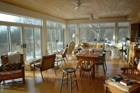 Waterfront Cottage - Nighthawk Room - Prince Edward - Bed & Breakfast