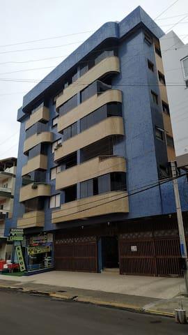Dormitório casal em apartamento com terraço