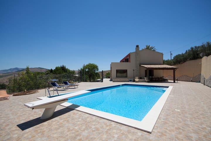 Meravigliosa villa con piscina tra mare e monti - Buseto Palizzolo - Departamento