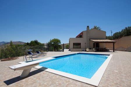Meravigliosa villa con piscina tra mare e monti - Buseto Palizzolo