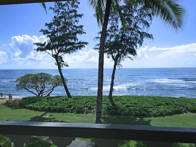 Direct Oceanfront Top Floor Studio - Kapaa - Kondominium
