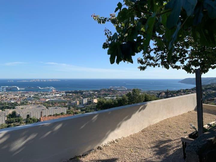 Belle Maison vue panoramique sur mer avec jardin